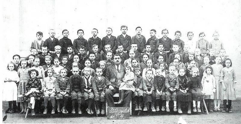 1935/36 Mayer Geza, Gretl v.l. und Vroni v.r.