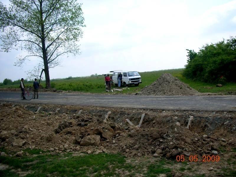 Weg wird asfaltiert