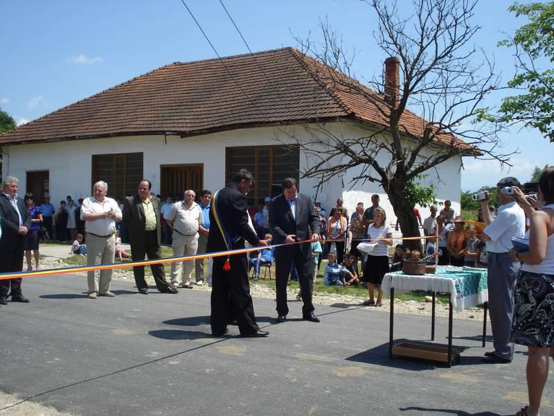 asphaltierte Strassen in Eichenthal werden im Sommer 2010 feierlich eingeweiht