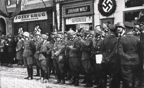 Fallschirmjäger erwarten in Freudenthal den Führer 1938