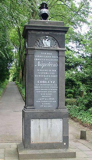 Autour de Koblenz ; fortifications, chateaux, monuments ... Napoleon_hauptfriedhof_koblenz
