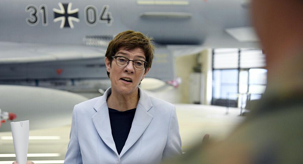 Annegret Kramp-Karrenbauer auf dem Stützpunkt der Bundesluftwaffe in Nörvenich (Archivbild)