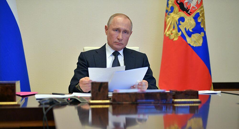 Präsident Wladimir Putin nach einer Videokonferenz mit den russichen Gouverneuren