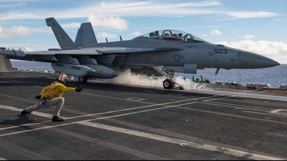 Konflikt zwischen China und den USA: Nach Corona droht ein Kalter Krieg. Ein Kampfflugzeug startet auf der