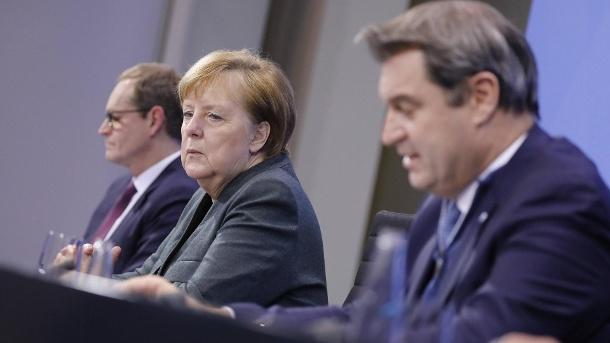 Corona-Politik: Nächster Bund-Länder-Gipfel angeblich geplatzt. Michael Müller, Angela Merkel, Markus Söder: Beratungen von Bund und Ländern zum weiteren Corona-Kurs sollen zunächst abgesagt worden sein. (Quelle: Metodi Popow/imago images)
