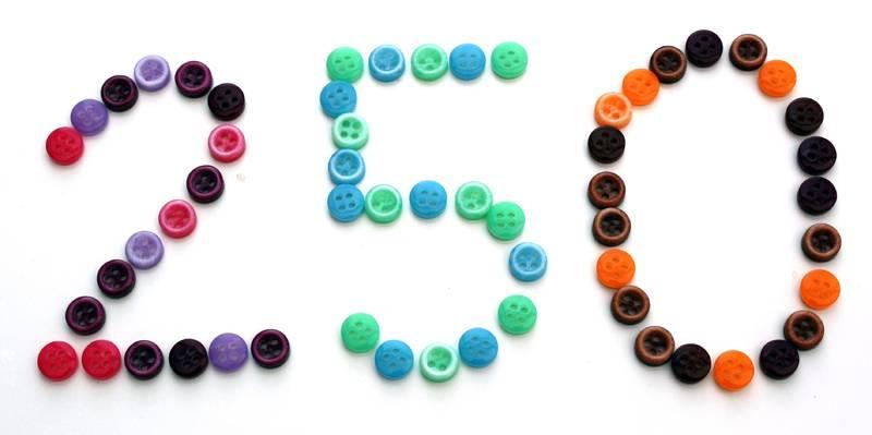 250 Chemomützen gespendet - 250 Mützen und Tücher - gestrickt, gehäkelt, bemalt, genäht