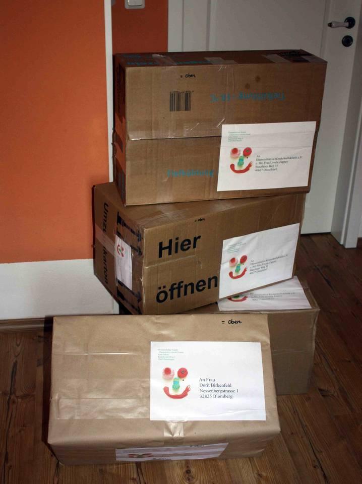Mützenpakete für Düsseldorf und die Aktion Himbeermützchen