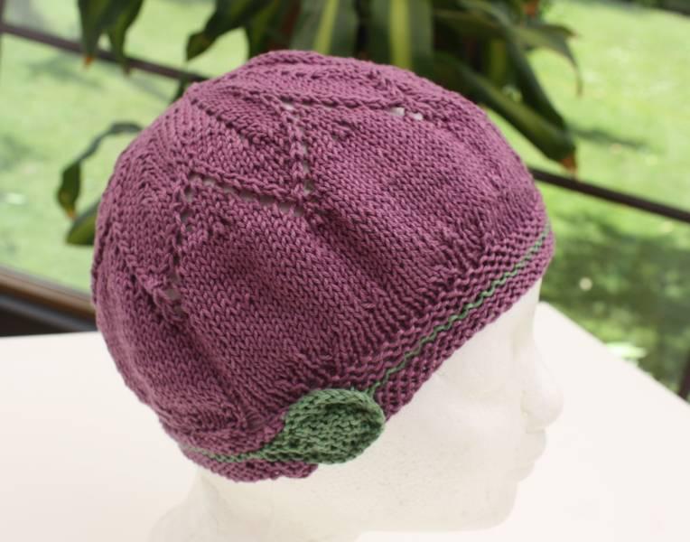 Gestrickte Mütze mit Blattmuster aus Catania mit 125 m Lauflänge 100 % Baumwolle - Knitted Hat (Cotton) with leaf pattern - free pattern