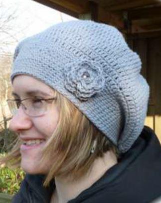 Gehäkelte Mütze mit Rose von Yvette  - Anleitung zum kostenlosen Download