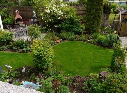 Blick in den Garten nach der Umgestaltung