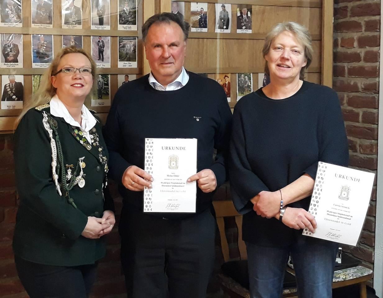 Präsidentin Tanja Grabau mit den geehrten langjährigen Mitgliedern Heinz Ehler und Carola Prange