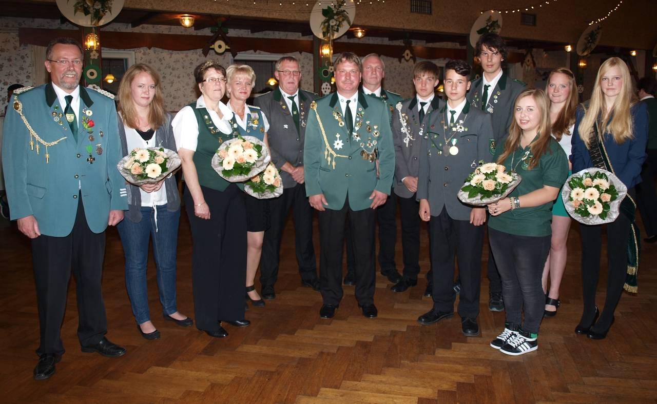 Kreispräsident Richard Schütt mir der Kreiskönigsfamilie 2014