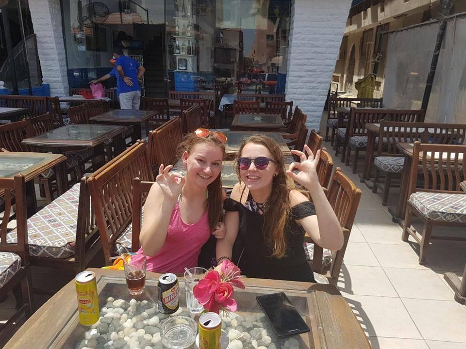 Ein Drink nach dem Tauchen in einer  Bar in Hurghada
