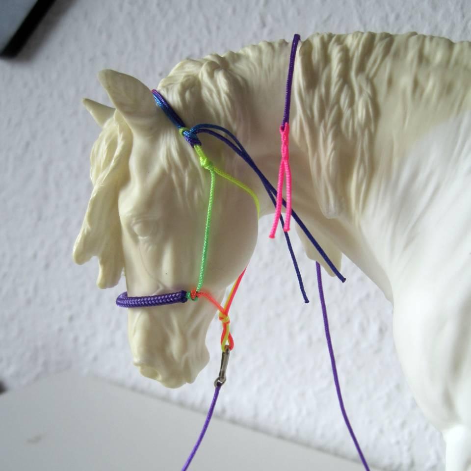 Modellpferd Knotenhalfter
