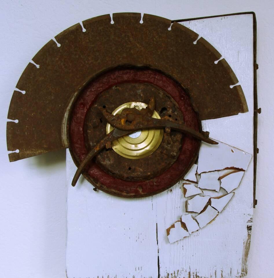 Gnadenzeit, Assemblage 40 x 26 cm, Holz, Eisen, Farbe, Keramik