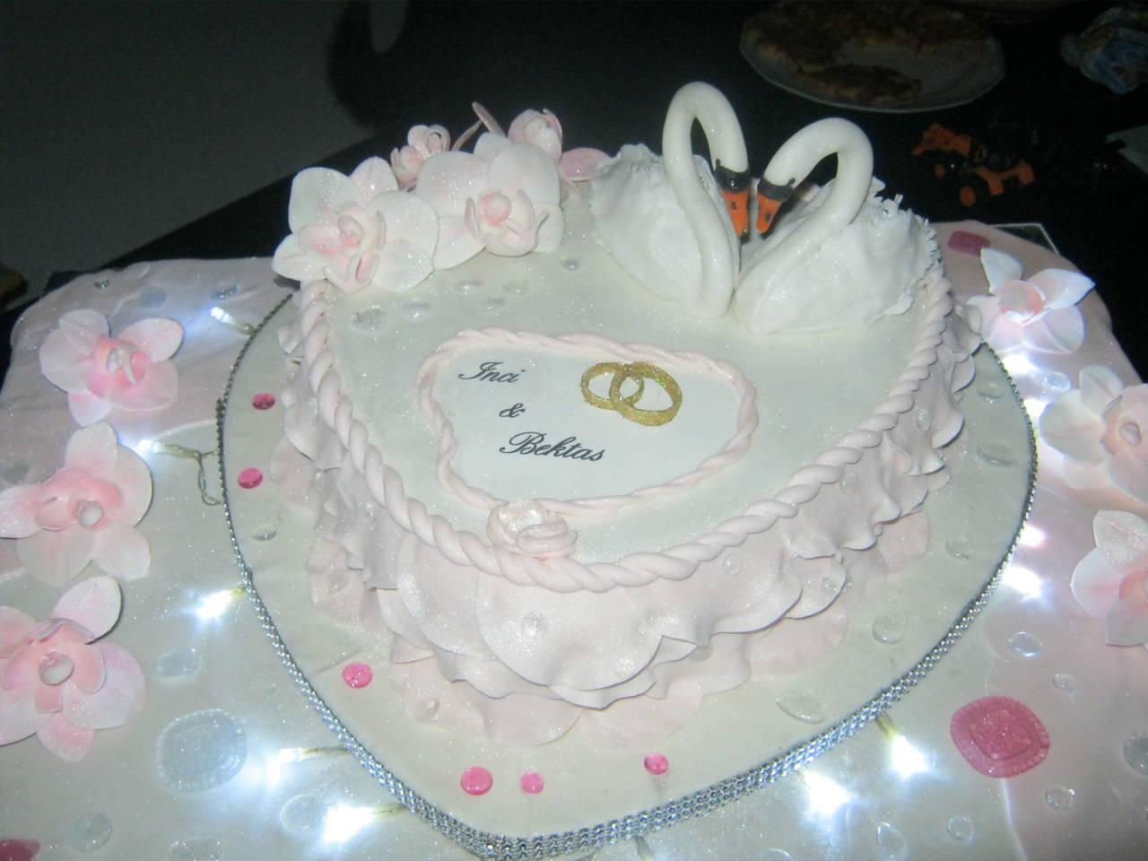 Ein Traum von einer Verlobungs - Torte