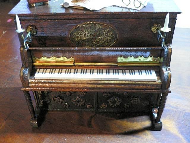 Klavier für die Puppenstube