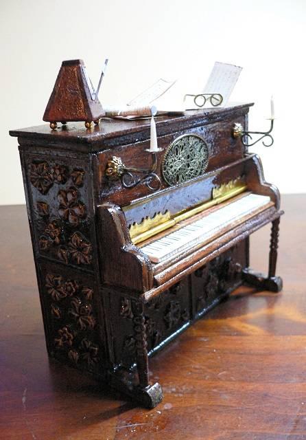 Klavier 1:12 Puppenstube
