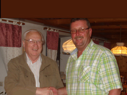 Vorsitzender Kufner gratuliert Alois Ganserer