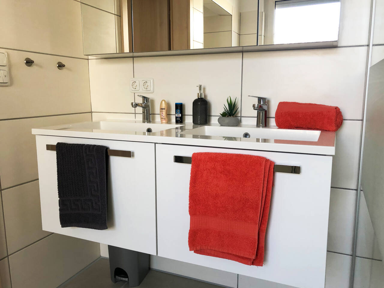 Helles freundliches großes Badezimmer Monteur und Ferienwohnung