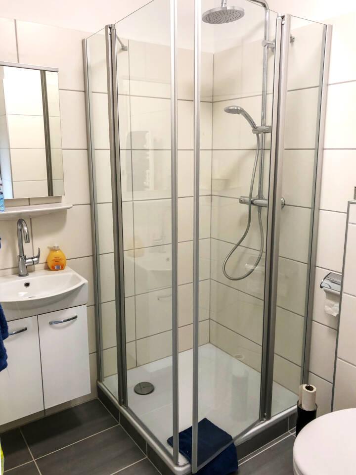Badezimmer mit Dusche Monteur und Ferienwohnung in Rahden Stadtzentrum