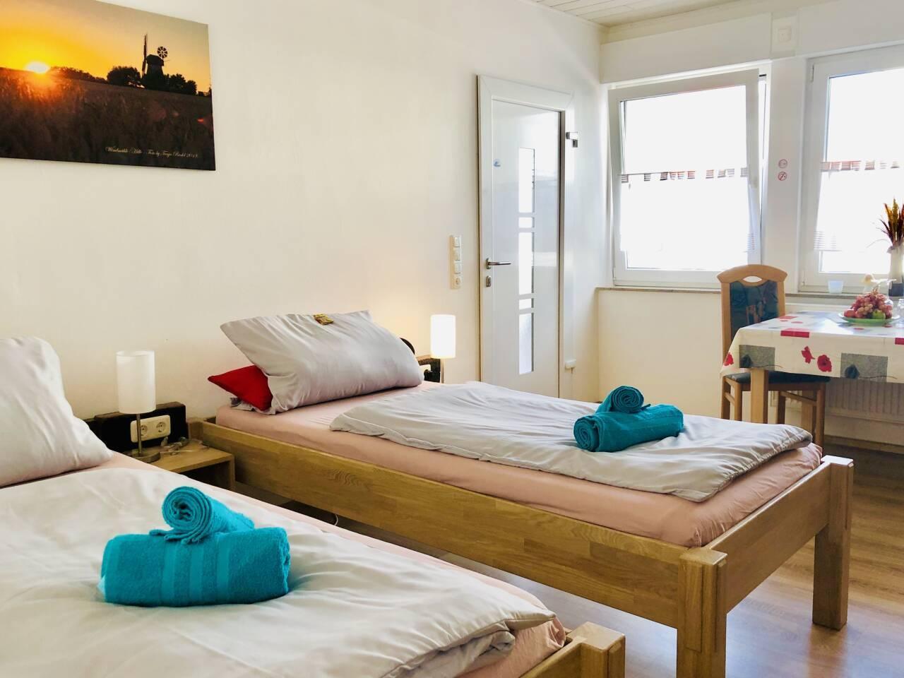 Schlaf und Wohnbereich Wohnung Nr. 1 linke Seite