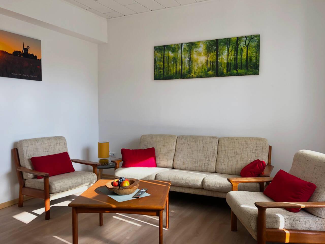 Wohnzimmer hell freundlich groß in der Ferienwohnung
