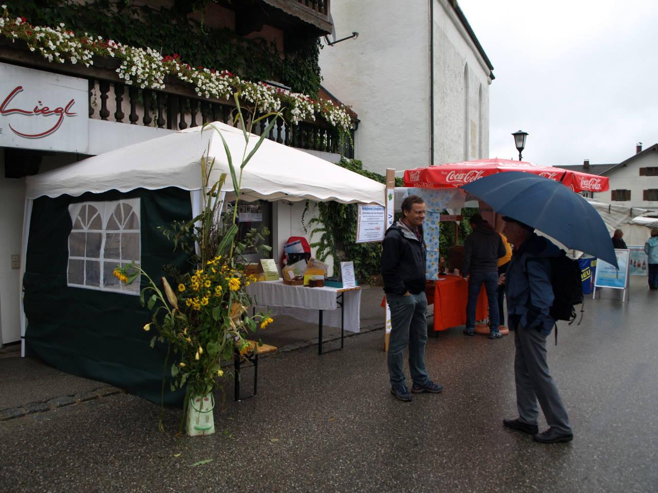 Der Regen hielt die Marktgäste nicht ab