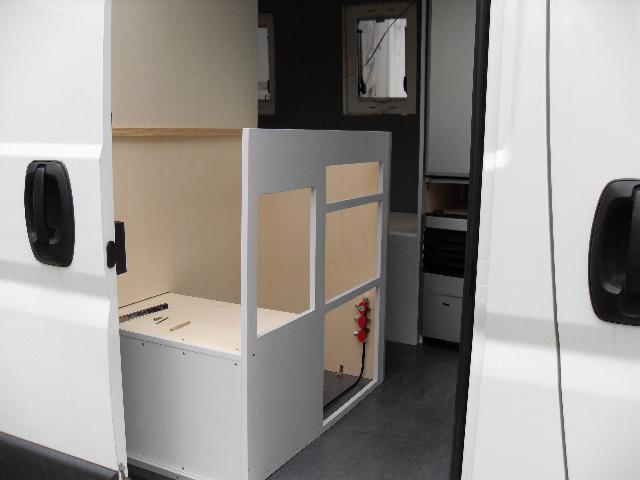 der Küchenunterschrank lässt die Anordnung der geplanten Schubladen ...