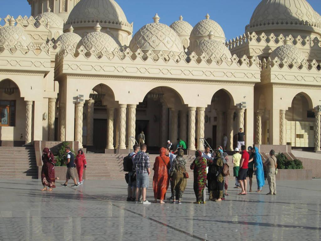 Vorplatz von El Mina Moschee