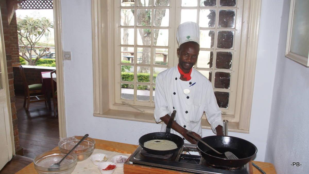 Der Koch der Lodge freut sich auf unsere Bestellung