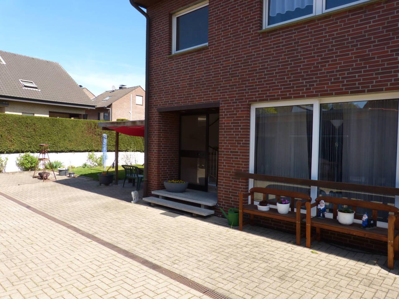 Der Eingang ist vom Hof her, die Wohung ist ruhig zur Gartenseite gelegen.