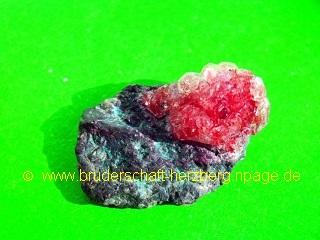 Neolith-Kristall auf Basalt; Foto der Bruderschaft Herzberg