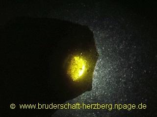 Obsidian - muschliger Bruch durchleuchtet - Foto der Bruderschaft Herzberg