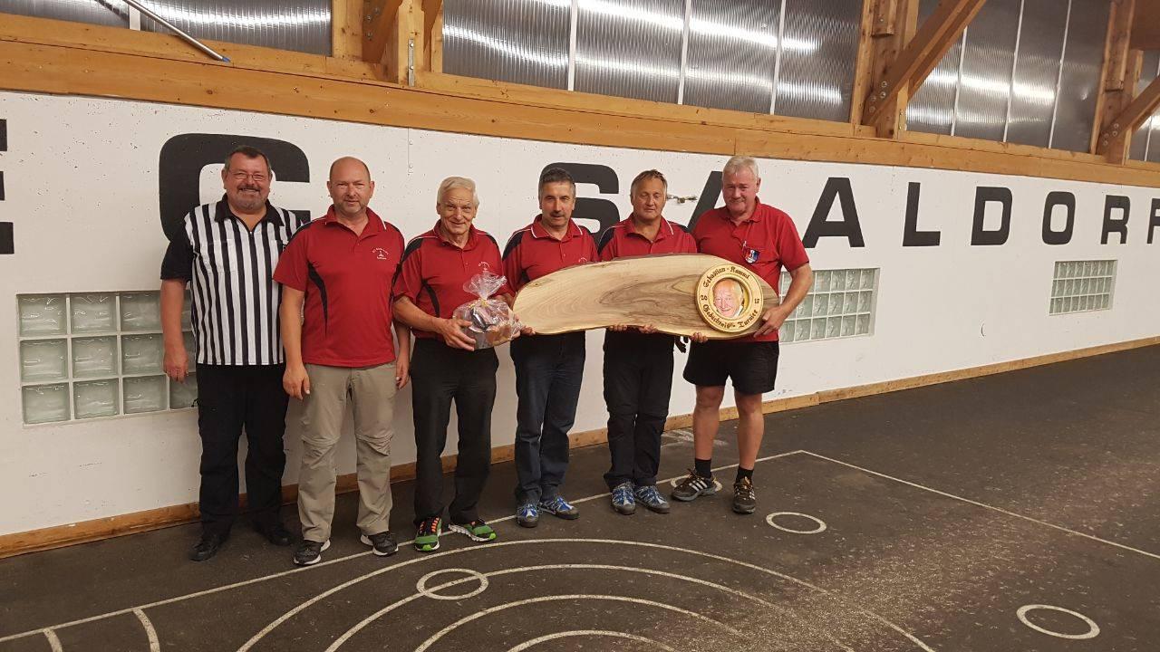 EC Eintracht Aufham gewinnt Herren-Ü50 Turnier des EC Saaldorf
