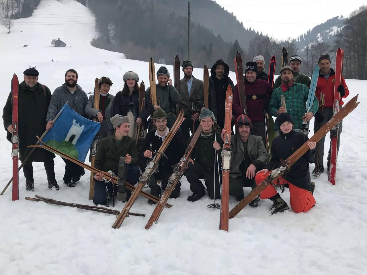 Gruppenfoto Nostalgie Rennen am Tschennerrennen 2018
