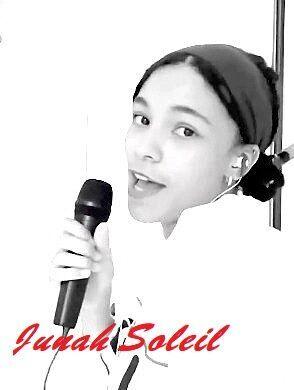 Junah Soleil Chanteuse Paris France